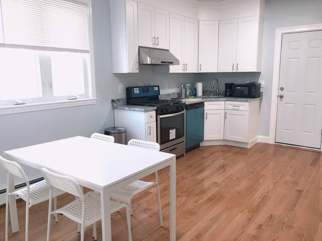 |201| Cozy room close to T and revere beach