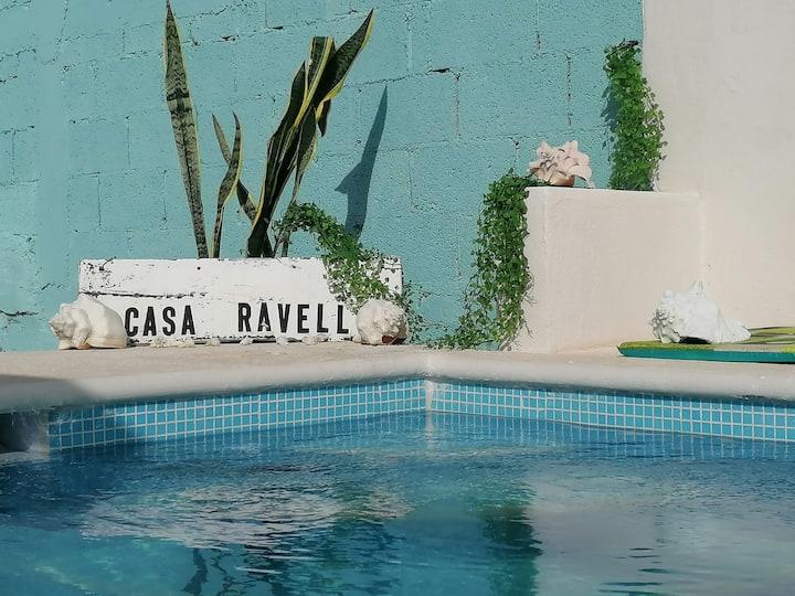 Casa Ravell,  piscina y vista al mar.  zona centro