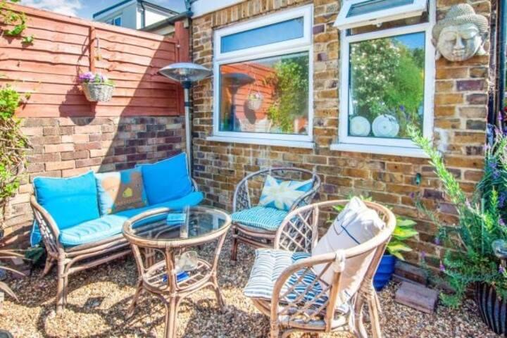 Contemporary home with garden in quiet cul de sac