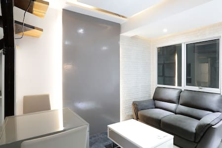 Modern loft in Fort BGC w/ massage chair & hot tub