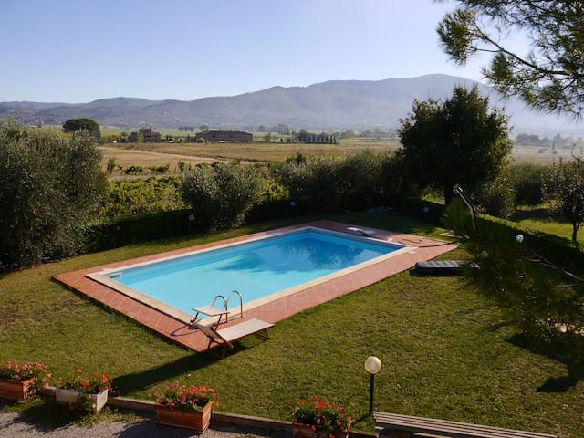 Spacious house with breathtaking poolside view - Fratta-Santa Caterina - House