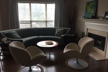 Spacious 5 Bedroom Family Haven - Brentwood - Hus