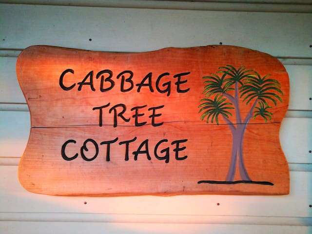 Cabbage Tree Cottage: A central and welcoming home