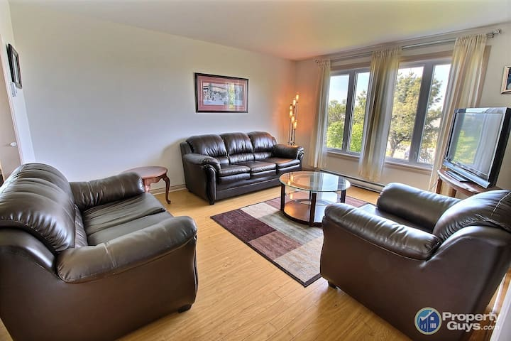 Beautiful 4 Bedroom Home 4 Mins from STFX