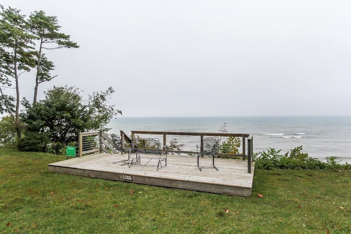 Lakeshore Retreat