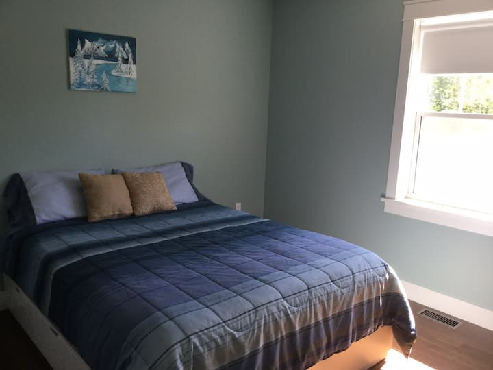 Maple Leaf House/Brighton/walk downtown/Queen Bed