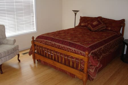 New River Gorge - Main Floor Guest Rm - Hinton - Bed & Breakfast