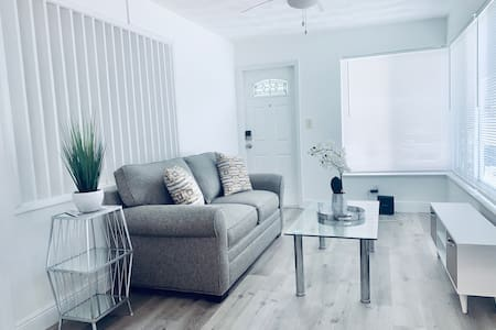 Apartment in the heart of Hallandale Beach