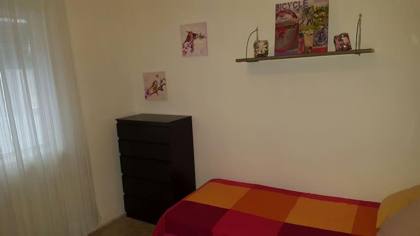 espaciosa y bonita   habitación ! - Alcorcón - Haus