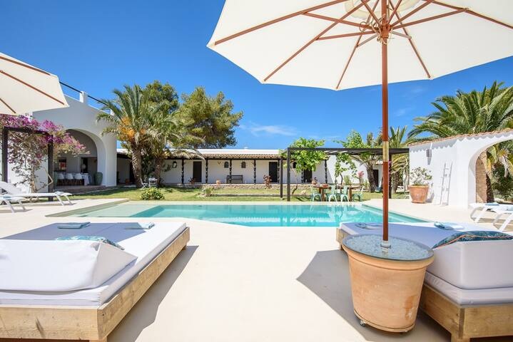 Beautiful spacious villa close to the beach - Sant Josep de sa Talaia - Villa