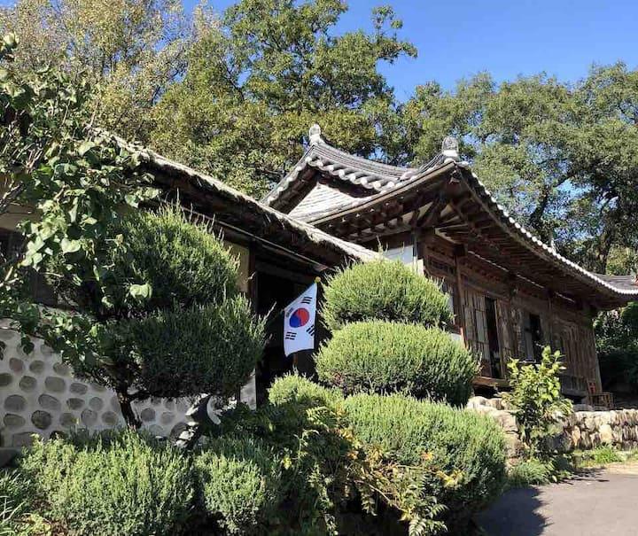 Korean Traditional house Han-ok (청주한옥체험 '고선재' 다인실)