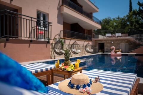 Providenca Villa | Serene Getaway | 9819; Kétágyas ágy, Medence