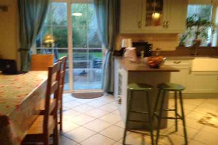 Double  room in central Tulla . Wi fi and Sky TV . - Tulla