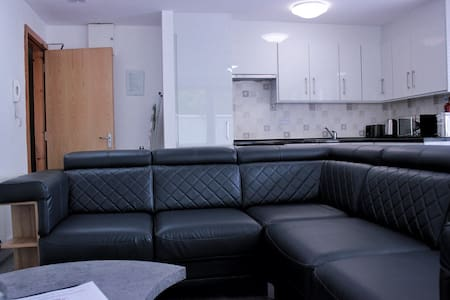 Deluxe 2 Bedroom Apartment for 5