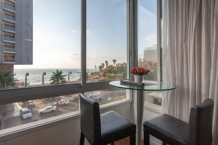 Ocean views and sea breeze over Hilton Beach