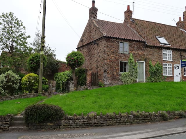 Shepherd's Cottage 1, High Street, Stillington. - Stillington - Hus