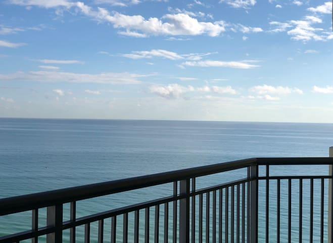 OCEANFRONT apt+balcony, DIRECT BEACH ACCESS!