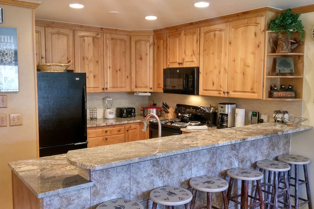Beaver Creek West Condo B-3 kitchen with breakfast bar