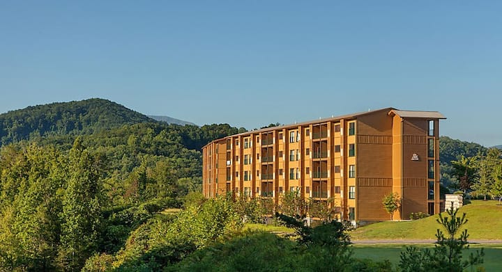 Mountain Loft Gatlinburg - Resort Condo - Sleeps 4