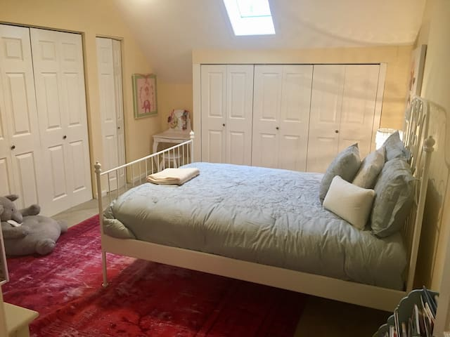 Historic and warm converted church! - Doylestown - Huis