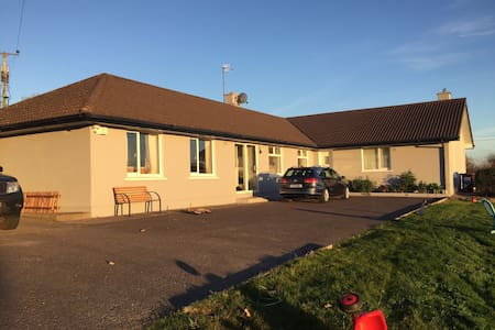 Modern 3 bed home with Harbour view - Monkstown