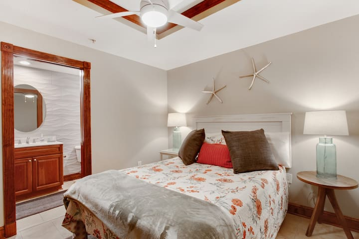 Third bedroom with queen bed leads into a hall bath.