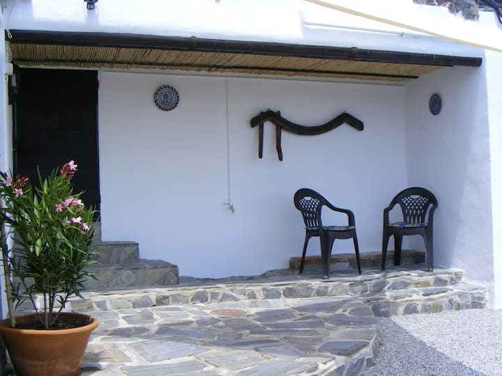 Casa Camelia-Sleeps 3-Shared Pool