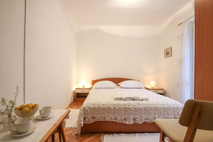 Lovely en Suite Room for 2, near the Beaches [1]