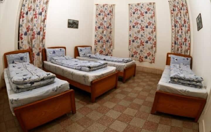 Bauhaus motel:Quadruple room/external bathroom