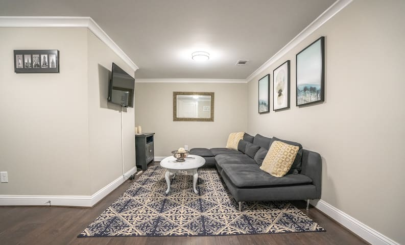 WestView Private Suite mins from Downtown/Stadium!