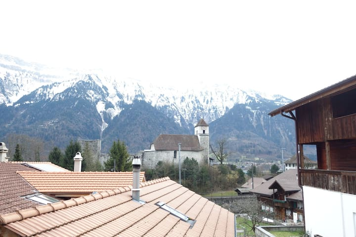 City apartment with mountain view - Ringgenberg - Huoneisto