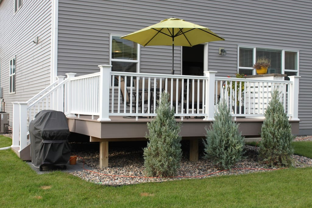 Large deck with grill, umbrella and bar