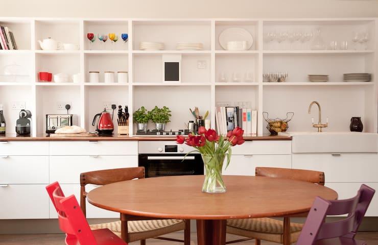 Beautiful modern riverside 4 b/room home 8 people - Sunbury on Thames - House