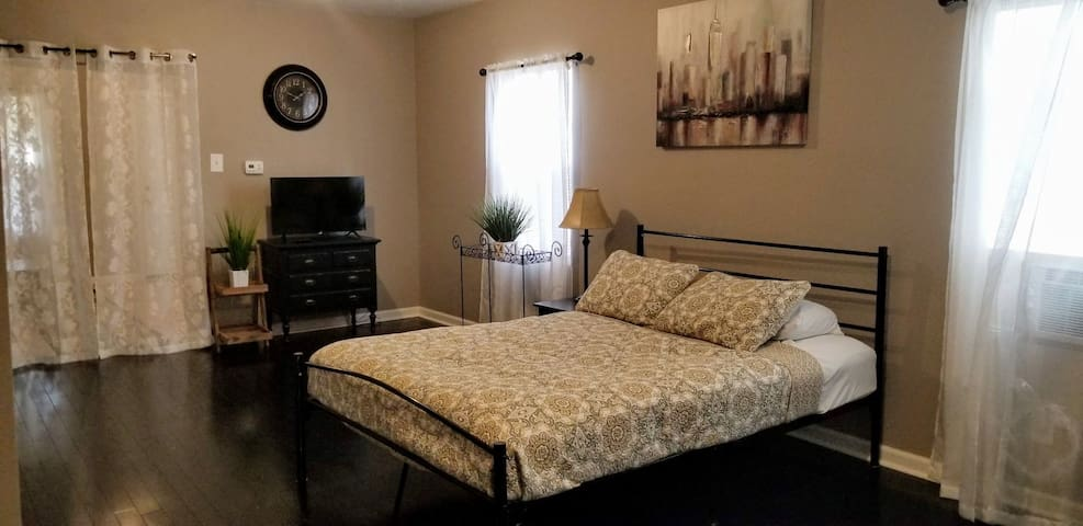 ✨A Nice apt. in Downtown Indianapolis w/free wifi✨