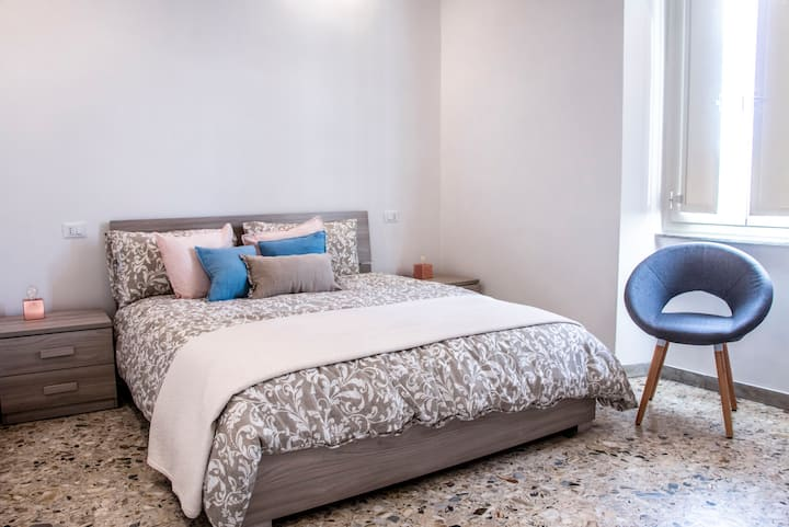 PELLEGRINO ROOM: Double bed with private bathroom