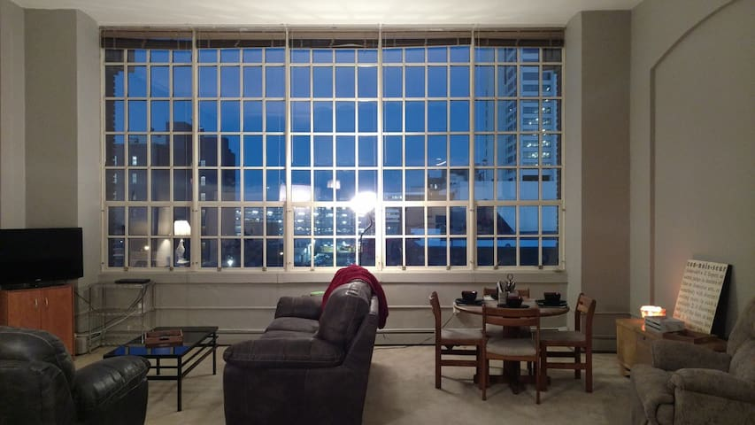 Historic High School Apartment close to Notre Dame - South Bend - Byt