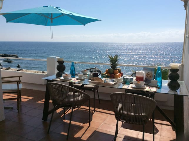 BEACHFRONT DUPLEX WITH FANTASTIC SEA VIEWS - Estepona - Apartamento