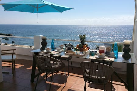 BEACHFRONT DUPLEX WITH FANTASTIC SEA VIEWS - Estepona - Appartement