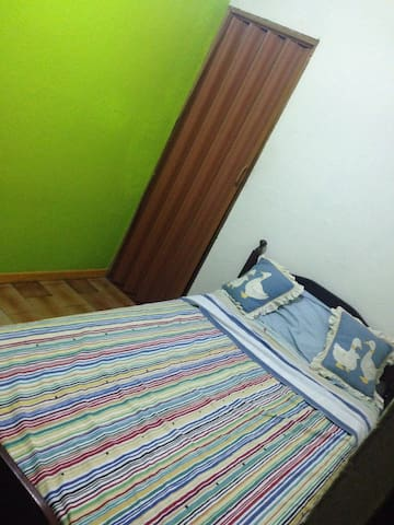 Bed and breakfast near everything! - Tibás - Dom