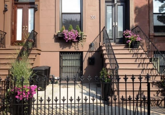 Gorgeous Garden Apartment in Park Slope - Brooklyn - Townhouse