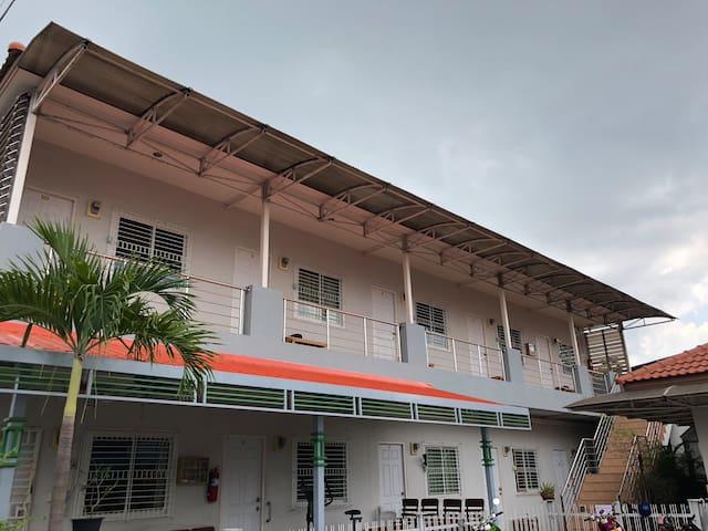 Mae Nok Hostel