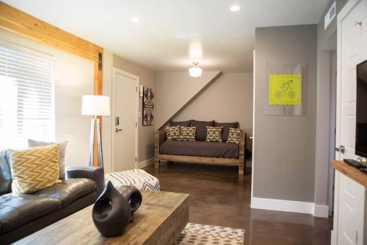 Pristine Outdoor Space, All-star Downtown Location, Pet Friendly. - Moab Flats #2