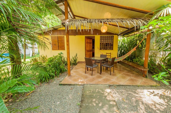 Modern Bungalow 200 m from town!