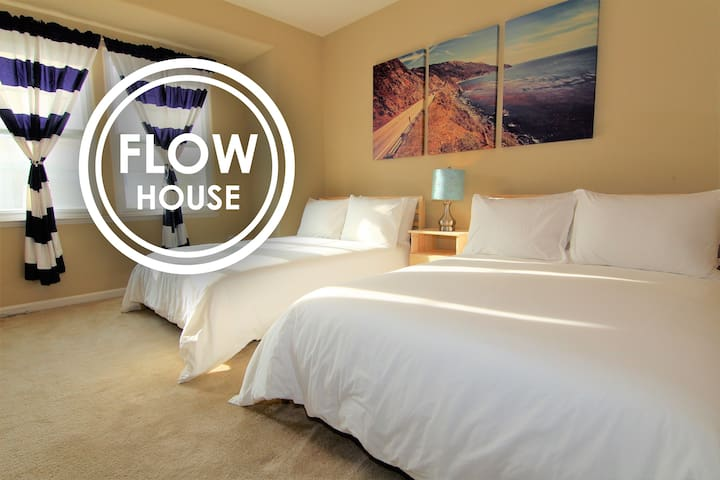 FLOW HOUSE | Executive Room with Private Bath