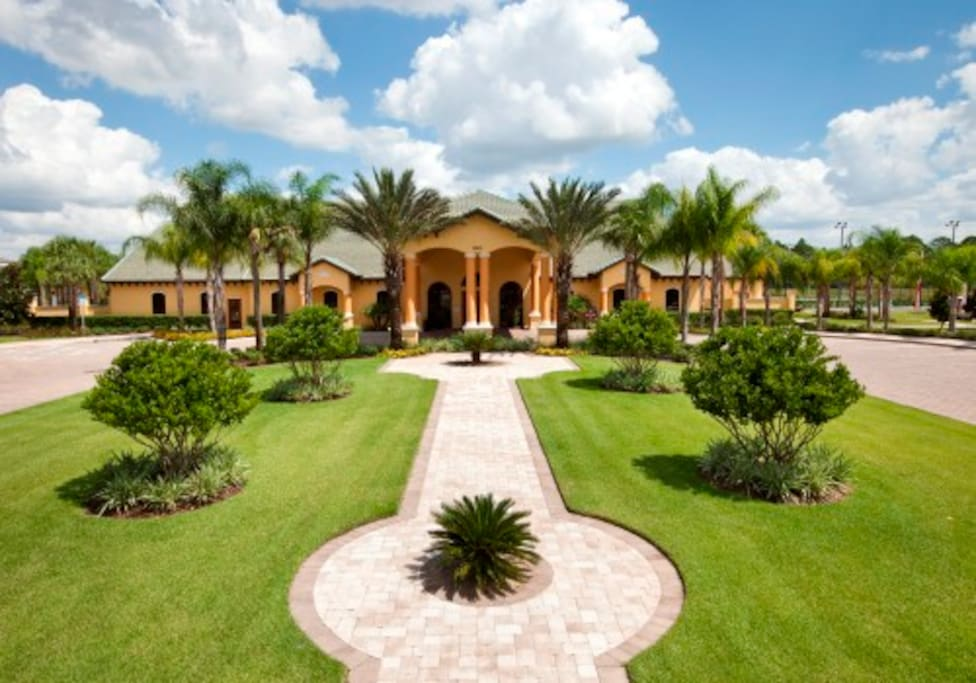 Paradise Palms Resort main driveway