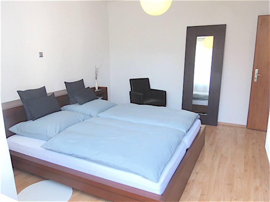 Schlafzimmer / Masterbedroom