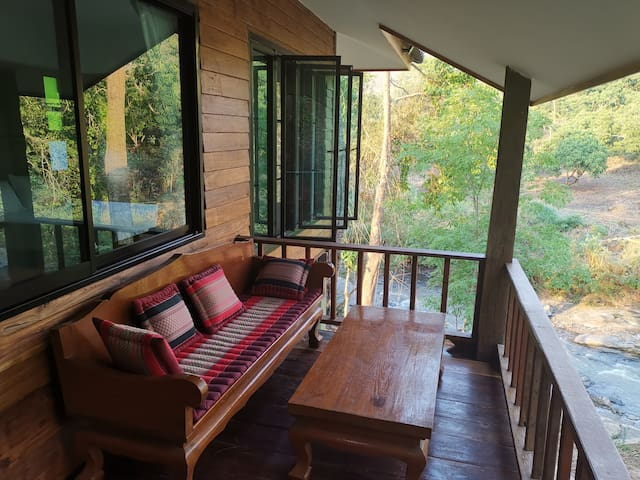 Secluded jungle bungalow with 3 beds.