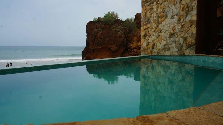 grand F2 indépendant face à l'océan avec piscine