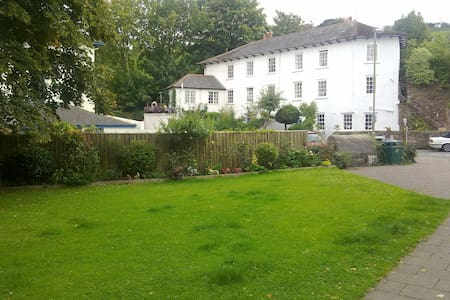 Ground Floor Guest Accommodation. - Totnes