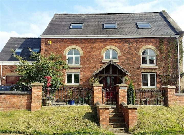 3 storey converted chapel with hot tub, sleeps 6